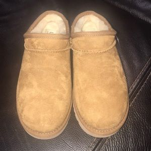 New!!  Ugg Austrailia Slippers (Size 7)